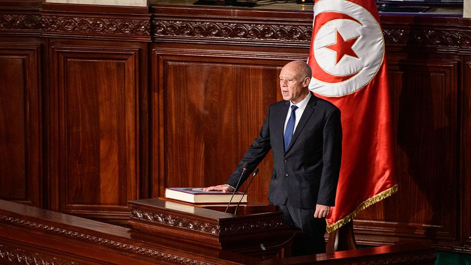رئيس الجمهورية التونسية: القائد الأعلى لجميع القوات المسلحة أم القوات العسكرية فقط؟  thumbnail